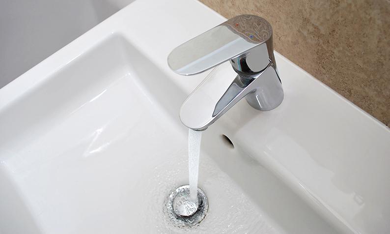 Como remover as manchas de calcário do quarto de banho